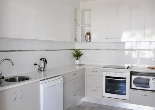 A kitchen or kitchenette at Angelwaters