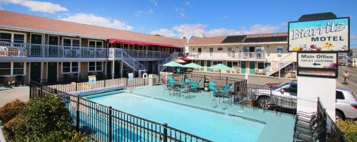 A view of the pool at Biarritz Motel & Suites or nearby