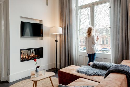 A television and/or entertainment center at Bossche Suites Stationsweg