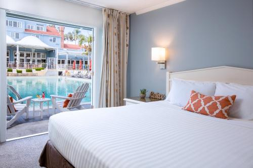 A bed or beds in a room at The Lafayette Hotel, Swim Club & Bungalows