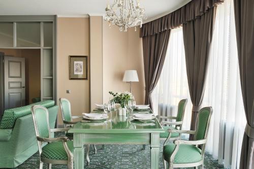 Ресторан / где поесть в Отель Ремезов