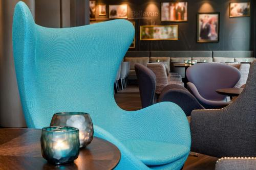The lounge or bar area at Motel One Berlin-Bellevue
