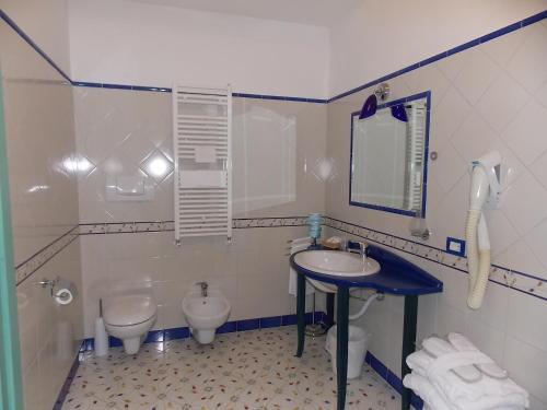 A bathroom at Hotel Le Terrazze