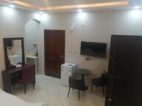 Uma TV ou centro de entretenimento em شقق عمار - شقق خاصة