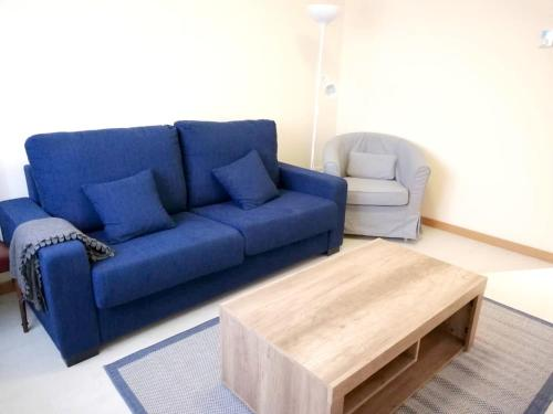 A seating area at Apartment with 3 bedrooms in Oviedo with WiFi 28 km from the beach