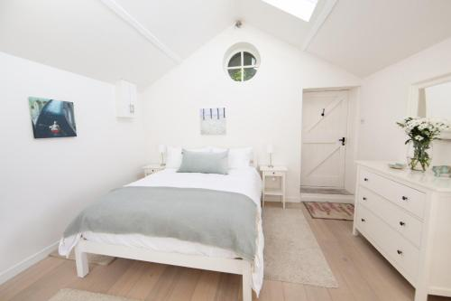 A bed or beds in a room at Upper Vobster Farm