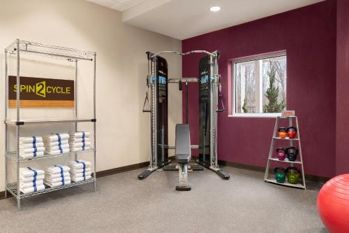 The fitness centre and/or fitness facilities at Home2 Suites By Hilton Glen Mills Chadds Ford