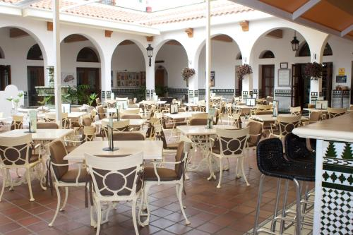 A restaurant or other place to eat at Beverly Hills Suites - Excel Hotels & Resorts
