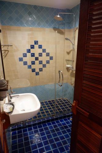 A bathroom at Sripat Guesthouse