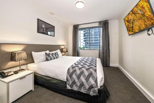 A bed or beds in a room at The Capitol Apartments