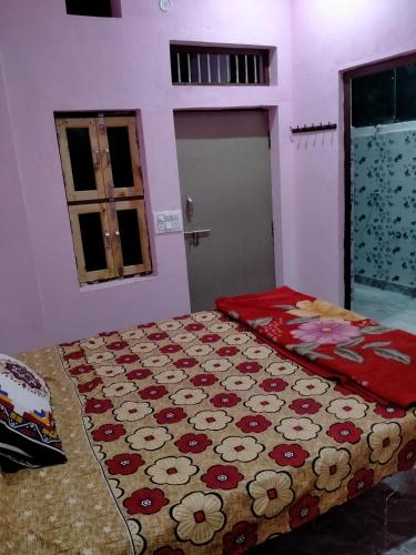 A bed or beds in a room at RANA PG & guest house