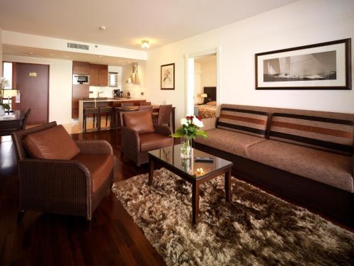 A seating area at Holiday Club Naantali Apartments