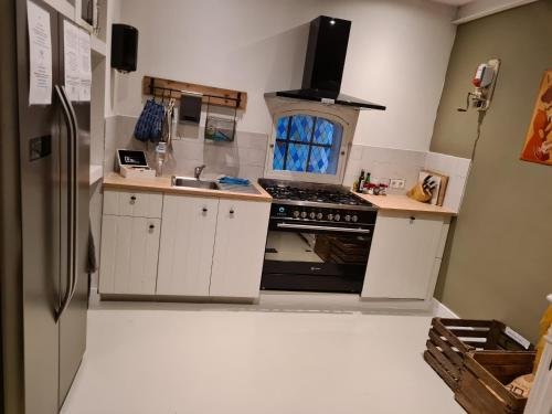 A kitchen or kitchenette at B&B Resort Tremele