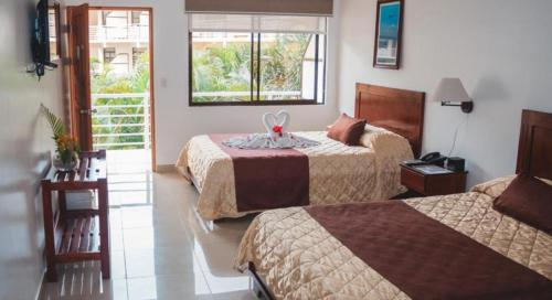 A bed or beds in a room at Hotel Arenas en Punta Leona