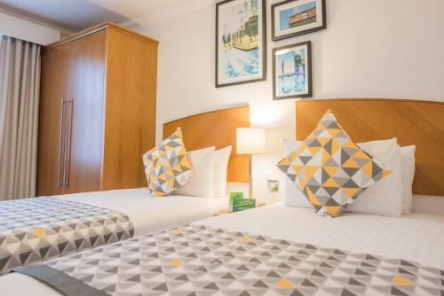 A bed or beds in a room at Holiday Inn Manchester West, an IHG Hotel