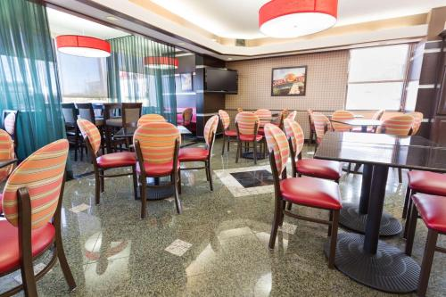 A restaurant or other place to eat at Drury Inn & Suites Springfield MO