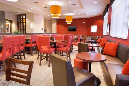 A restaurant or other place to eat at Drury Inn & Suites Dayton North