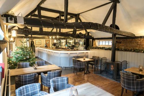 A restaurant or other place to eat at Cantley House Hotel - Wokingham