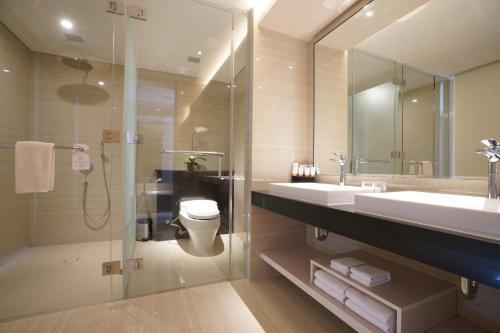 A bathroom at The Margo Hotel