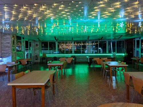 A restaurant or other place to eat at Camping San Javier