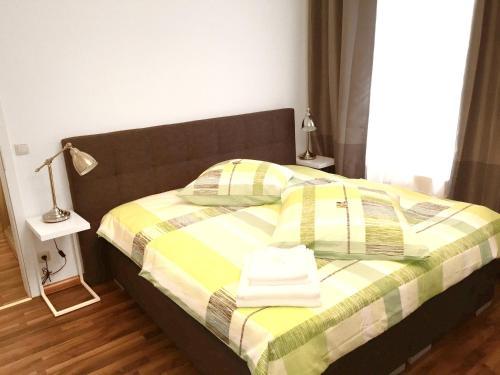 Ein Bett oder Betten in einem Zimmer der Unterkunft Apartment with one bedroom in Erfurt with wonderful city view and WiFi