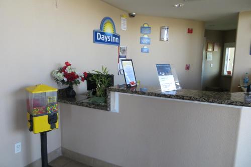 The lobby or reception area at American Inn Stockton
