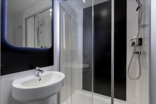 A bathroom at Kip Hotel