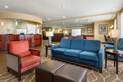 The lobby or reception area at Comfort Suites Orlando Airport