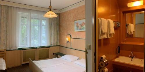 Een bed of bedden in een kamer bij Hotel Hadrigan