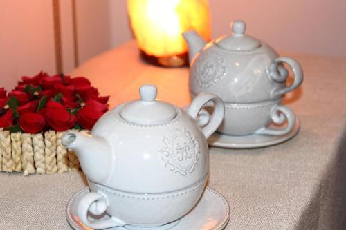 Coffee and tea-making facilities at Hôtel De L'Ill