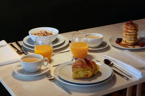 Breakfast options available to guests at Casa Rosa