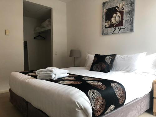 A bed or beds in a room at Accent Accommodation@Docklands