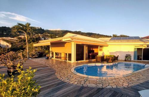A piscina localizada em VILLA BOUNTY AMAZING OCEAN VIEW ou nos arredores