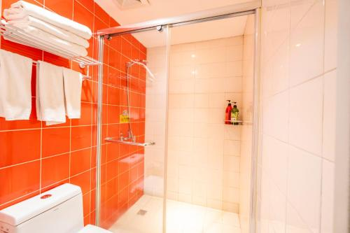A bathroom at Xi'an See Tang Guesthouse