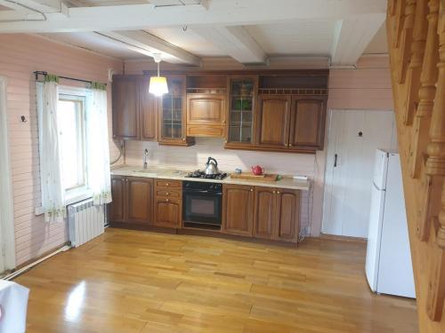Кухня или мини-кухня в Гостевой Дом на берегу Волги