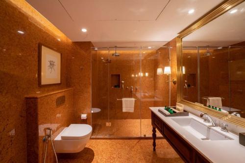 A bathroom at Cinnamon Bentota Beach - Level 1 Certified