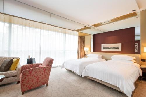 سرير أو أسرّة في غرفة في فندق شانغري-لا بكين