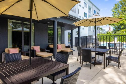 A restaurant or other place to eat at Courtyard Orlando Altamonte Springs Maitland