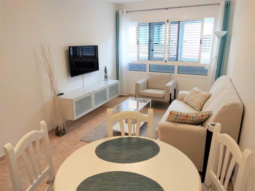 A seating area at Apartamentos Sarah