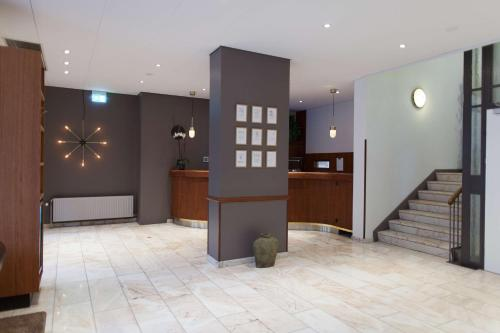 The lobby or reception area at Scandic The Mayor