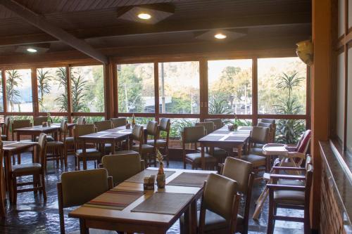 Um restaurante ou outro lugar para comer em Hotel Portal das Aguas