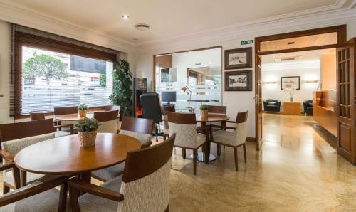 A restaurant or other place to eat at Hotel MR Costa Blanca