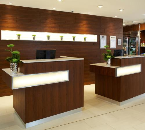 The lobby or reception area at Courtyard by Marriott Aberdeen Airport