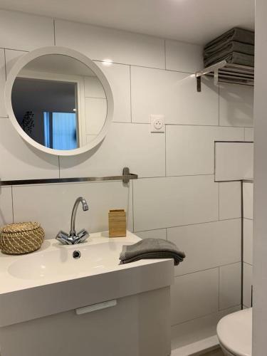 A bathroom at Loft Luxe La Plaine