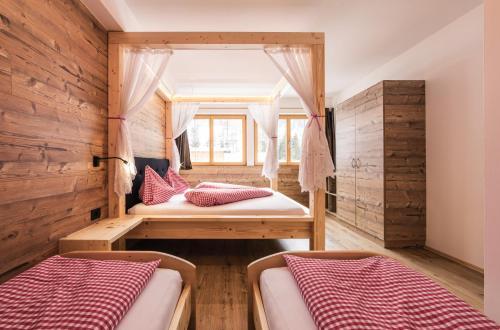 Een bed of bedden in een kamer bij Hotel Appartement Haus Gitschberg
