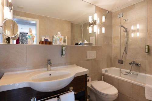 A bathroom at Hotel Krebs Interlaken