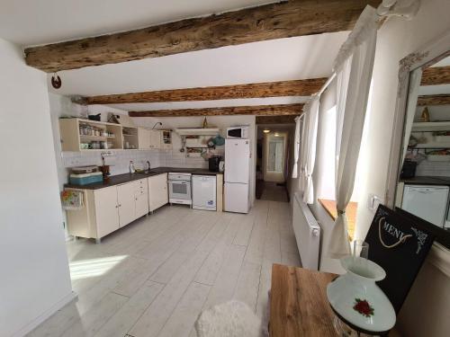 Kuchyňa alebo kuchynka v ubytovaní Chalupka na prameni
