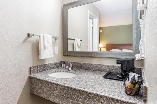 A bathroom at Americas Best Value Inn - Lebanon