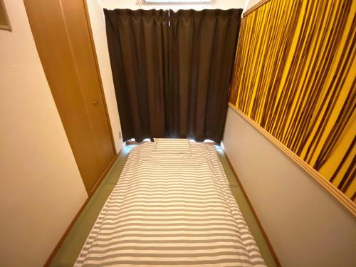 A bed or beds in a room at Lucy's House横浜中華街 House5