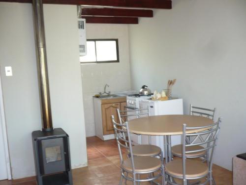 A kitchen or kitchenette at El Parador de Caleu